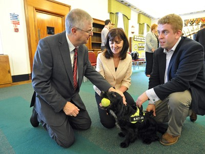 Welsh Health Minister meets tobacco sniffer dog Phoebe